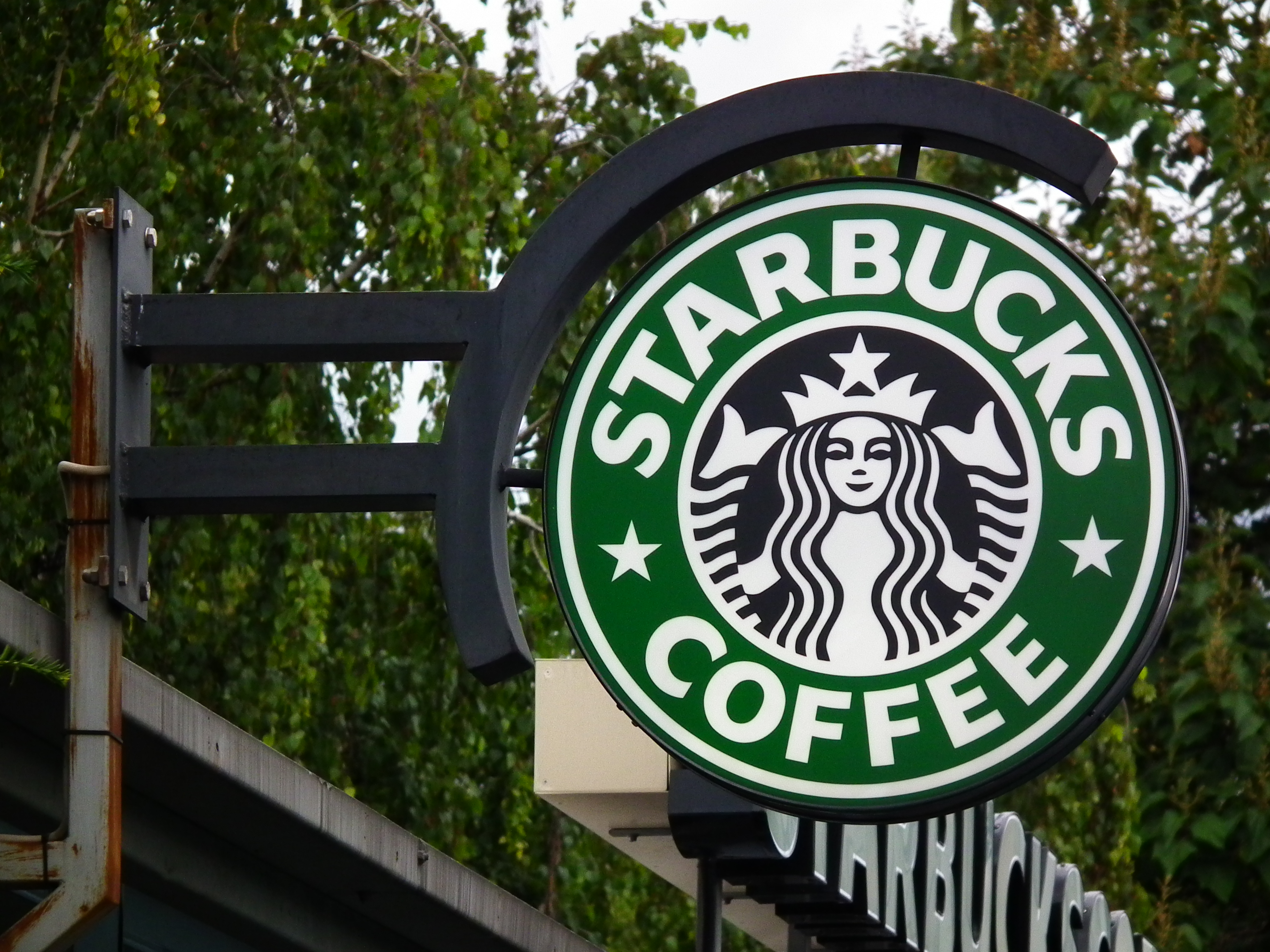 How much does a Starbucks franchise cost? [Image Credit: Wikimedia Commons]