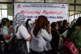 OFWs welcomed by the government. [Image Credit: Sport Breaking News]
